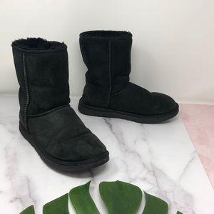 UGG Black Classic Short Boot 9 C2